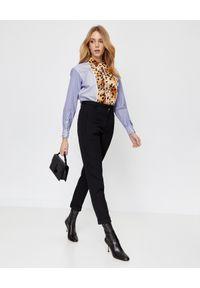 Burberry - BURBERRY - Koszula z nadrukiem zwierzęcym. Okazja: do pracy, na co dzień, na spotkanie biznesowe. Kolor: niebieski. Materiał: bawełna, jedwab. Wzór: motyw zwierzęcy, nadruk. Styl: klasyczny, casual, elegancki, biznesowy