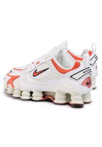 Białe półbuty casual Nike na płaskiej podeszwie, z cholewką