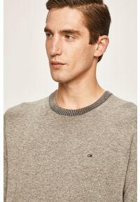 Szary sweter Calvin Klein z aplikacjami, z okrągłym kołnierzem