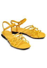 Żółte sandały Camper