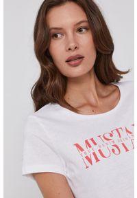 Mustang - T-shirt bawełniany. Okazja: na co dzień. Kolor: biały. Materiał: bawełna. Wzór: nadruk. Styl: casual