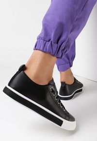 Born2be - Czarne Trampki Leagtaidh. Nosek buta: okrągły. Kolor: czarny. Materiał: materiał, guma. Szerokość cholewki: normalna. Wzór: aplikacja. Obcas: na płaskiej podeszwie. Styl: klasyczny
