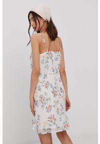 Vero Moda - Sukienka. Kolor: biały. Materiał: tkanina, poliester. Długość rękawa: na ramiączkach. Typ sukienki: rozkloszowane