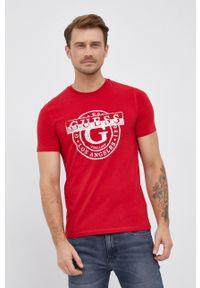 Guess - T-shirt. Okazja: na co dzień. Kolor: czerwony. Materiał: bawełna, dzianina. Wzór: nadruk. Styl: casual