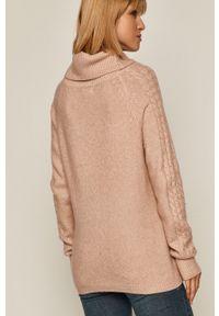 Różowy sweter medicine raglanowy rękaw, z golfem
