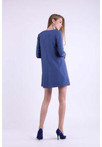Nommo - Jeansowa Trapezowa Krótka sukienka z Kokardką na Dekolcie. Typ kołnierza: kokarda. Materiał: jeans. Typ sukienki: trapezowe. Długość: mini