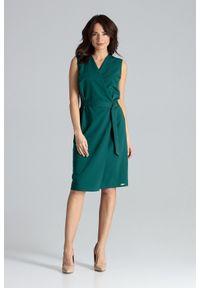 Lenitif - Elegancka ołówkowa kopertowa sukienka z paskiem zielona. Okazja: do pracy. Typ kołnierza: dekolt kopertowy. Kolor: zielony. Typ sukienki: kopertowe, ołówkowe. Styl: elegancki