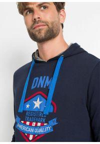 Niebieska bluza bonprix z kapturem, z nadrukiem