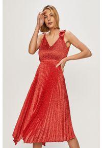 Czerwona sukienka Guess na ramiączkach, casualowa, na co dzień, midi