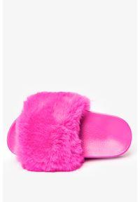 Casu - Różowe klapki z futerkiem casu x-2/r. Kolor: różowy. Materiał: futro