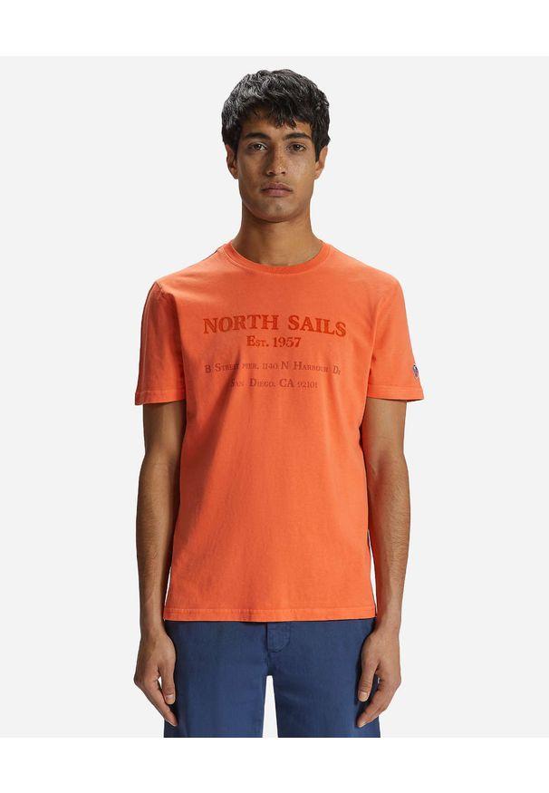 North Sails - NORTH SAILS - Pomarańczowy t-shirt z monochromatycznym nadrukiem. Kolor: pomarańczowy. Materiał: bawełna. Wzór: nadruk