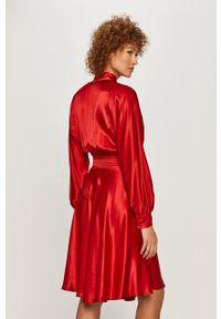 TwinSet - Twinset - Sukienka. Kolor: czerwony. Materiał: tkanina. Długość rękawa: długi rękaw. Typ sukienki: rozkloszowane