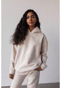 Marsala - Bluza z kapturem w kolorze WHITE SAND - CARDIFF BY MARSALA. Okazja: na co dzień. Typ kołnierza: kaptur. Materiał: dresówka, dzianina, elastan, bawełna. Styl: casual
