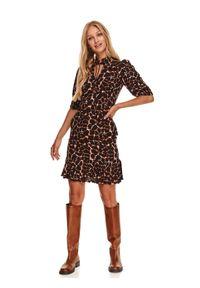 TOP SECRET - Krótka sukienka w zwierzęcy nadruk. Typ kołnierza: kołnierzyk stójkowy. Kolor: beżowy. Materiał: dzianina. Wzór: motyw zwierzęcy, nadruk. Sezon: jesień. Długość: mini
