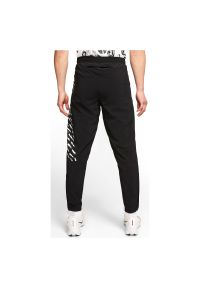 Spodnie męskie do biegania Nike Essential CJ5362. Materiał: poliester, materiał, elastan. Technologia: Dri-Fit (Nike). Sport: fitness