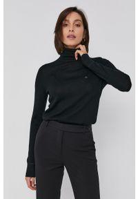 Calvin Klein - Sweter wełniany. Okazja: na co dzień. Typ kołnierza: golf. Kolor: czarny. Materiał: wełna. Długość rękawa: długi rękaw. Długość: długie. Styl: casual