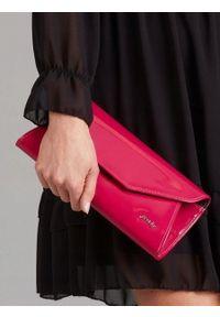 Różowa kopertówka ROVICKY lakierowana, na lato, wizytowa
