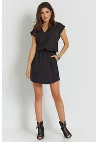 e-margeritka - Sukienka mini z dekoltem czarna - 38. Kolor: czarny. Materiał: tkanina, poliester, materiał. Długość: mini