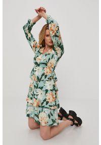 only - Only - Sukienka. Kolor: zielony. Materiał: tkanina, wiskoza, materiał. Długość rękawa: długi rękaw. Typ sukienki: rozkloszowane
