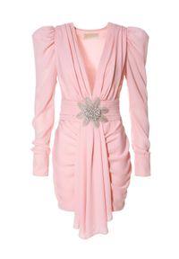 AGGI - Sukienka z aplikacją z koralików Krystle. Kolor: fioletowy, różowy, wielokolorowy. Materiał: szyfon. Wzór: aplikacja. Typ sukienki: dopasowane. Styl: wizytowy. Długość: mini