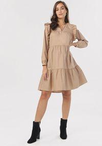 Born2be - Beżowa Sukienka Sose. Typ kołnierza: kołnierz z falbankami. Kolor: beżowy. Długość rękawa: długi rękaw. Wzór: aplikacja. Typ sukienki: trapezowe. Długość: mini