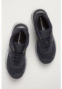 Niebieskie buty sportowe New Balance z cholewką, na obcasie