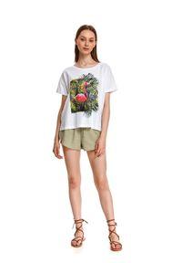 TOP SECRET - Luźny t-shirt damski z flamingiem. Kolor: biały. Materiał: tkanina, bawełna. Długość rękawa: krótki rękaw. Długość: krótkie. Wzór: nadruk. Sezon: lato. Styl: klasyczny, wakacyjny