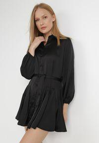 Born2be - Czarna Sukienka Godena. Kolor: czarny. Materiał: satyna, materiał. Długość rękawa: długi rękaw. Typ sukienki: koszulowe, rozkloszowane. Długość: mini