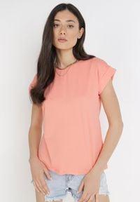Born2be - Łososiowy T-shirt Kisenia. Kolor: różowy