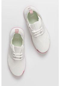 Białe sneakersy BOSS na niskim obcasie, na sznurówki, z okrągłym noskiem