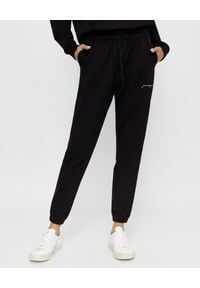 JENESEQUA - Czarne spodnie dresowe z logo. Kolor: czarny. Materiał: dresówka. Wzór: aplikacja