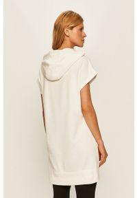 Biała bluza DKNY z kapturem, z nadrukiem