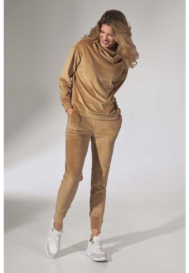 Figl - Dresowe Spodnie z Weluru - Beżowe. Kolor: beżowy. Materiał: dresówka, welur