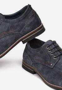 Born2be - Granatowe Półbuty Delovien. Nosek buta: okrągły. Kolor: niebieski. Materiał: skóra. Szerokość cholewki: normalna. Wzór: aplikacja. Obcas: na obcasie. Styl: elegancki. Wysokość obcasa: niski