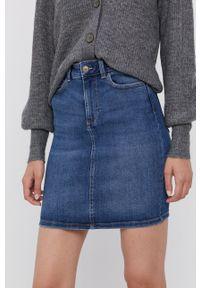 Pieces - Spódnica jeansowa. Kolor: niebieski. Materiał: jeans. Wzór: gładki