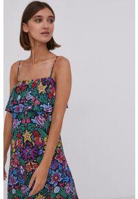 Answear Lab - Sukienka. Materiał: tkanina. Długość rękawa: na ramiączkach. Typ sukienki: rozkloszowane. Styl: wakacyjny