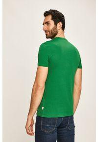 Zielony t-shirt Guess Jeans na co dzień, z nadrukiem