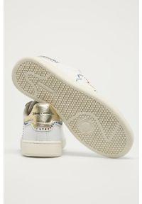 Białe sneakersy na niskim obcasie, z motywem z bajki, z cholewką, z okrągłym noskiem