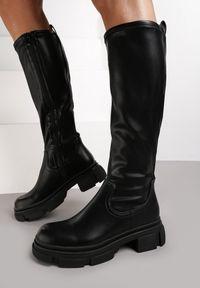 Renee - Czarne Kozaki Olune. Wysokość cholewki: przed kolano. Nosek buta: okrągły. Zapięcie: zamek. Kolor: czarny. Szerokość cholewki: normalna. Wzór: gładki. Obcas: na obcasie. Wysokość obcasa: niski