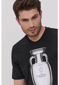 adidas Originals - T-shirt UEFA Emblem. Okazja: na co dzień. Kolor: czarny. Wzór: nadruk. Styl: casual
