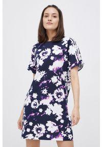 adidas Originals - Sukienka bawełniana. Okazja: na co dzień. Kolor: niebieski. Materiał: bawełna. Długość rękawa: krótki rękaw. Typ sukienki: proste. Styl: casual
