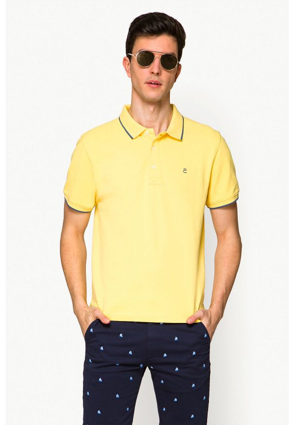 Lancerto - Koszulka Żółta Polo Dominic. Typ kołnierza: polo. Kolor: żółty. Materiał: materiał, bawełna, włókno. Długość rękawa: krótki rękaw. Wzór: ze splotem. Styl: klasyczny