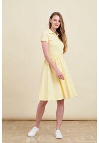 Marie Zélie - Sukienka Polo z gumką jasnożółta krótki rękaw. Okazja: na co dzień, do pracy. Typ kołnierza: polo. Kolor: żółty. Materiał: dzianina, materiał, bawełna. Długość rękawa: krótki rękaw. Typ sukienki: sportowe, proste. Styl: casual, wakacyjny, klasyczny, sportowy #4