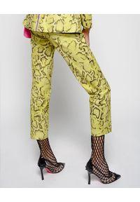 Pinko - PINKO - Spodnie z motywem zwierzęcym. Kolor: żółty. Wzór: motyw zwierzęcy. Styl: elegancki