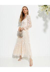 NEEDLE & THREAD - Sukienka maxi Sweet Marie. Typ kołnierza: dekolt na plecach. Kolor: różowy, wielokolorowy, fioletowy. Materiał: tiul, szyfon, koronka, materiał. Wzór: haft, kwiaty, aplikacja. Typ sukienki: rozkloszowane. Długość: maxi #5
