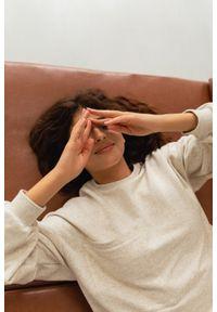 Marsala - Bluza typu oversize o przedłużonym kroju w kolorze BEIGE z dodatkiem konopii - HUSH POCKET KONOPIA BY MARSALA. Materiał: dresówka, bawełna, jeans, dzianina, elastan, tkanina, włókno. Styl: sportowy