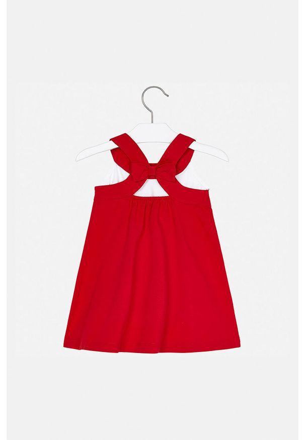 Czerwona sukienka Mayoral z okrągłym kołnierzem, prosta, mini, na ramiączkach