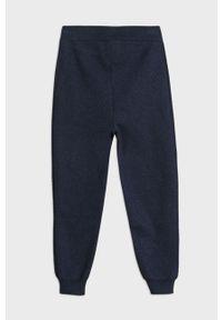 Niebieskie spodnie dresowe Mayoral z aplikacjami