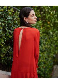 WILD MASCOT - Sukienka maxi z falbanami. Kolor: czerwony. Materiał: materiał. Wzór: aplikacja. Sezon: lato. Typ sukienki: rozkloszowane. Długość: maxi #5