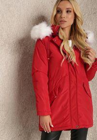 Renee - Czerwona Kurtka Euniphae. Kolor: czerwony. Materiał: futro. Długość rękawa: długi rękaw. Długość: długie. Sezon: zima